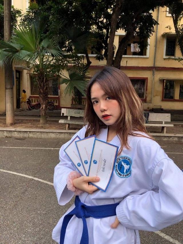 Nữ sinh CLB Taekwondo bất ngờ nổi tiếng sau clip phỏng vấn - 10
