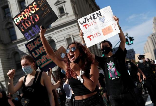 Mỹ: Nhiều nơi áp lệnh giới nghiêm, huy động quân đội đối phó biểu tình - 3