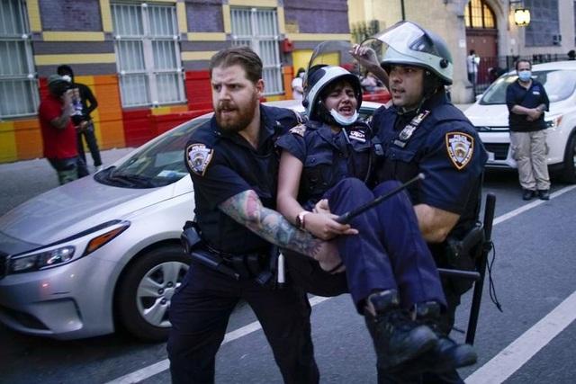 Mỹ: Nhiều nơi áp lệnh giới nghiêm, huy động quân đội đối phó biểu tình - 5