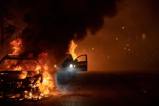 Mỹ: Nhiều nơi áp lệnh giới nghiêm, huy động quân đội đối phó biểu tình - 7