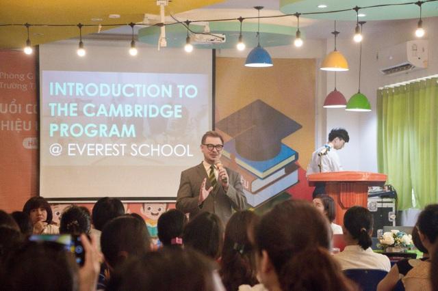 Trường tiểu học và THCS Everest tổ chức ngày hội tuyển sinh và ra mắt SGK lớp 1 - 2
