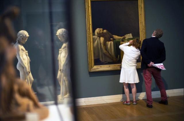Triển lãm nghệ thuật ở Châu Âu diễn ra rất khác sau dịch Covid-19 - 13
