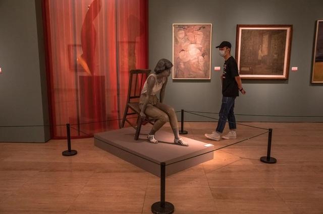 Triển lãm nghệ thuật ở Châu Âu diễn ra rất khác sau dịch Covid-19 - 14