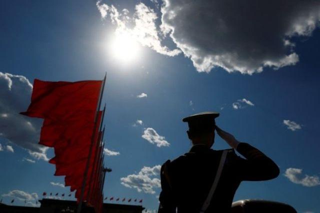 Mỹ ra dự luật cấm đầu tư vào công ty liên quan tới quân đội Trung Quốc - 1