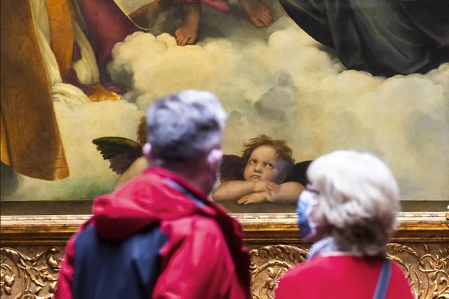 Triển lãm nghệ thuật ở Châu Âu diễn ra rất khác sau dịch Covid-19 - 18