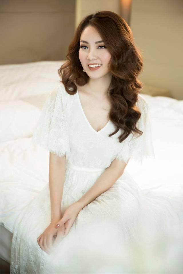 Á hậu Thụy Vân: Bị fan cuồng đeo bám và mặt trái của sự... kín tiếng! - 2