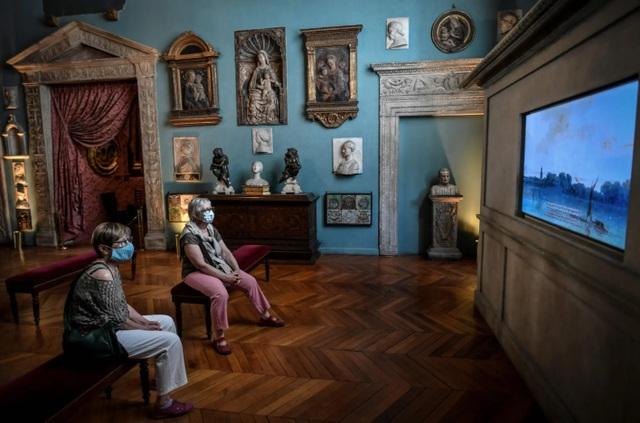 Triển lãm nghệ thuật ở Châu Âu diễn ra rất khác sau dịch Covid-19 - 6