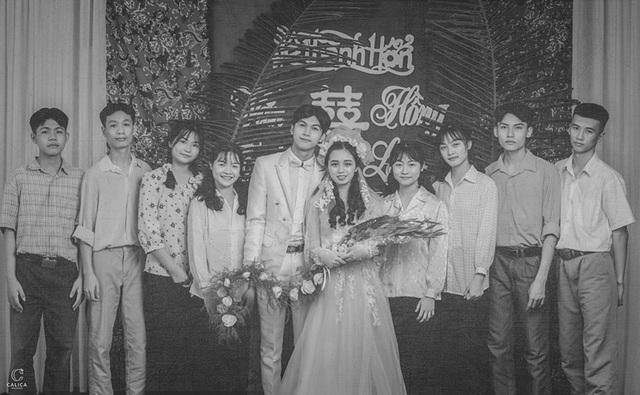 Cặp đôi 10x hóa thân vào bộ ảnh cưới phong cách thập niên 90 ấn tượng - 10