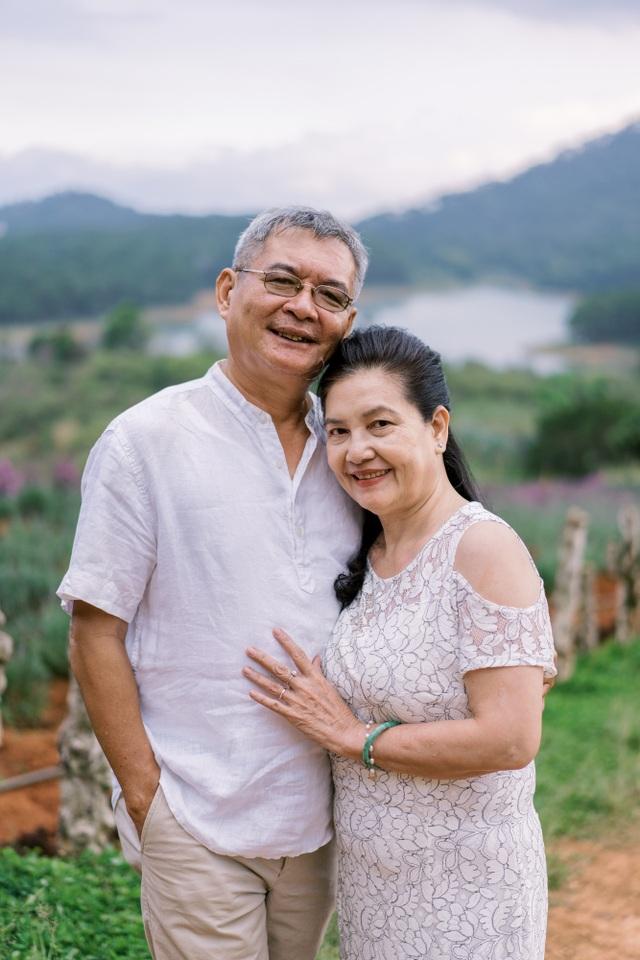 """Ngưỡng mộ mối tình gần 40 năm vẫn """"xanh ngát"""" của bố mẹ Á hậu Thuỳ Dung - 18"""