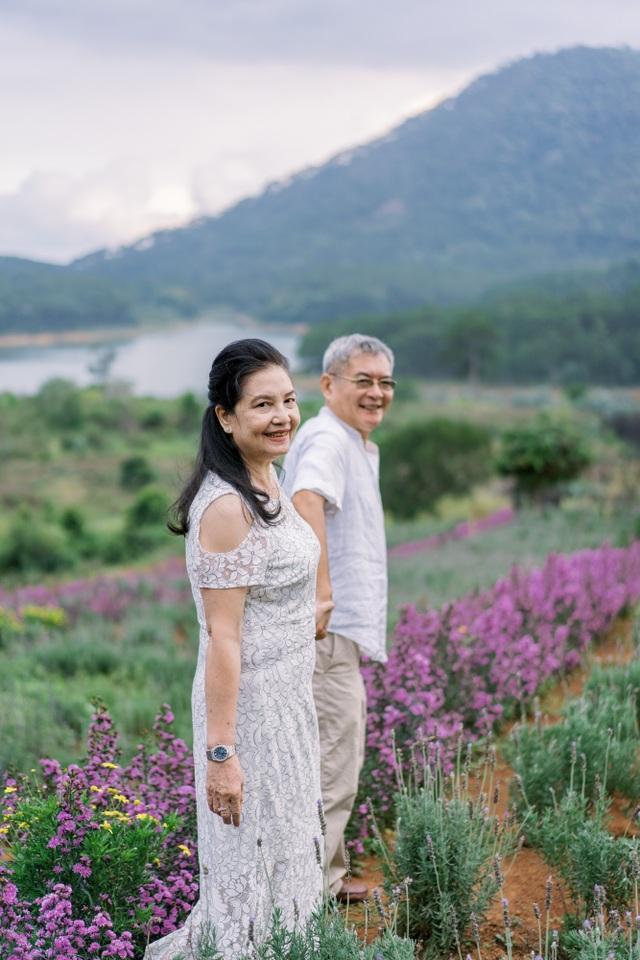 """Ngưỡng mộ mối tình gần 40 năm vẫn """"xanh ngát"""" của bố mẹ Á hậu Thuỳ Dung - 15"""