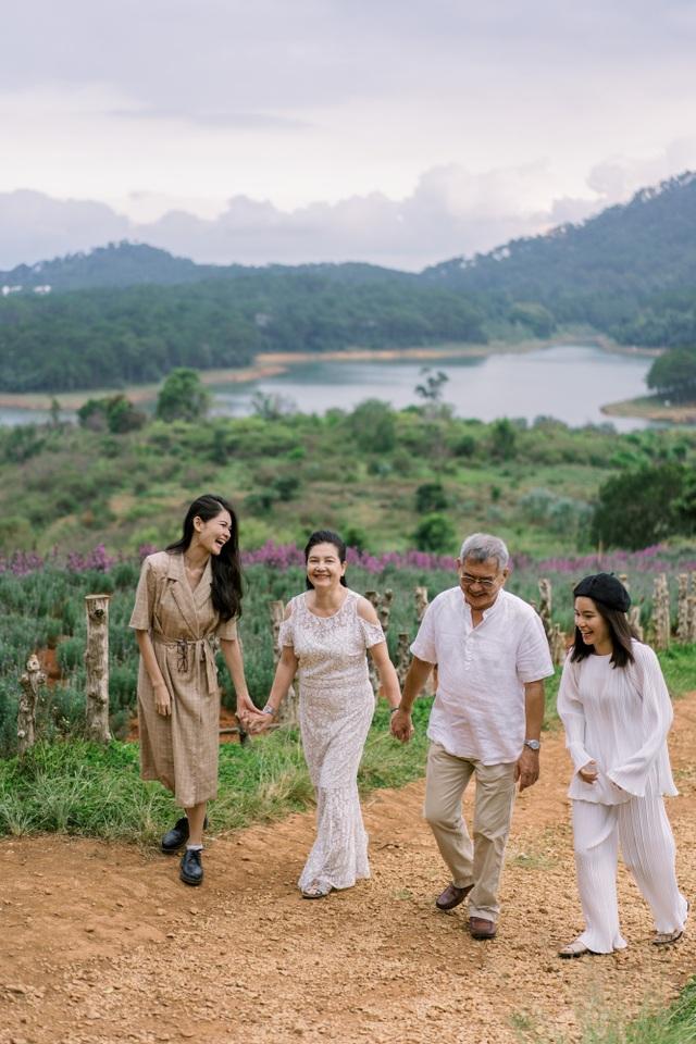 """Ngưỡng mộ mối tình gần 40 năm vẫn """"xanh ngát"""" của bố mẹ Á hậu Thuỳ Dung - 8"""