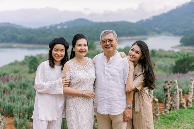 """Ngưỡng mộ mối tình gần 40 năm vẫn """"xanh ngát"""" của bố mẹ Á hậu Thuỳ Dung - 20"""