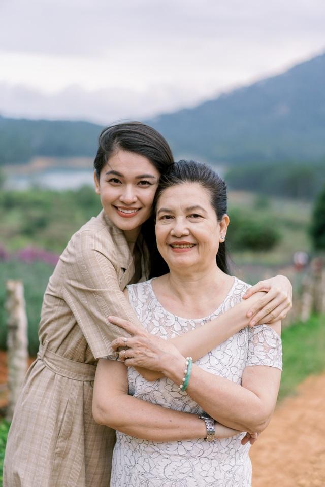 """Ngưỡng mộ mối tình gần 40 năm vẫn """"xanh ngát"""" của bố mẹ Á hậu Thuỳ Dung - 21"""