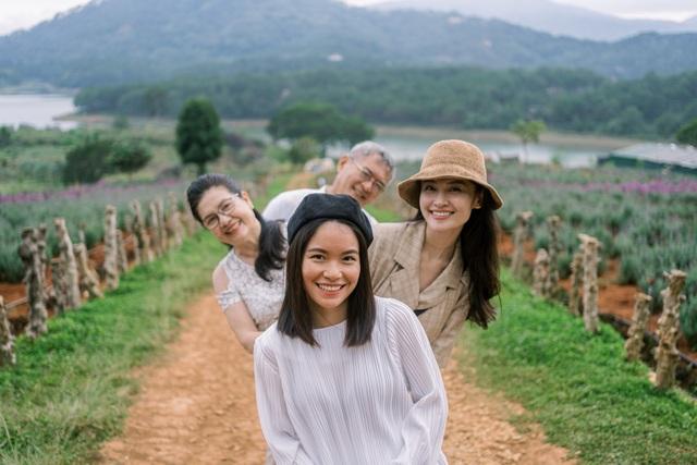 """Ngưỡng mộ mối tình gần 40 năm vẫn """"xanh ngát"""" của bố mẹ Á hậu Thuỳ Dung - 10"""