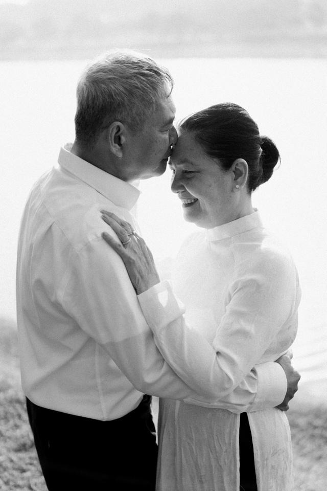 """Ngưỡng mộ mối tình gần 40 năm vẫn """"xanh ngát"""" của bố mẹ Á hậu Thuỳ Dung - 2"""