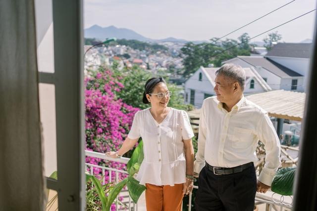 """Ngưỡng mộ mối tình gần 40 năm vẫn """"xanh ngát"""" của bố mẹ Á hậu Thuỳ Dung - 16"""