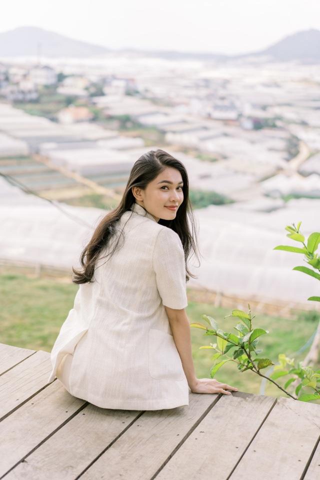 """Ngưỡng mộ mối tình gần 40 năm vẫn """"xanh ngát"""" của bố mẹ Á hậu Thuỳ Dung - 1"""