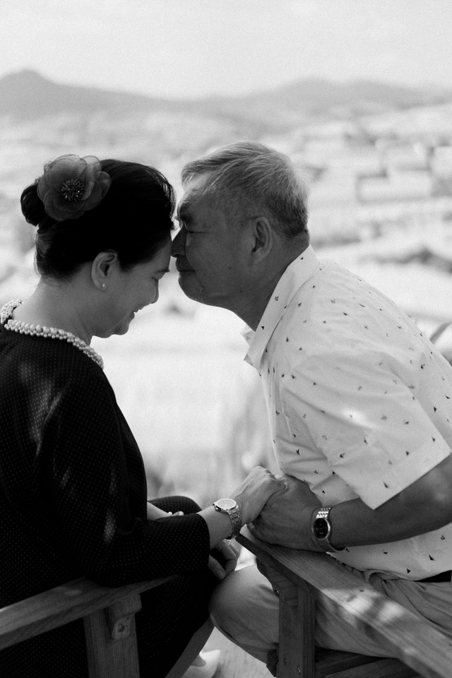 """Ngưỡng mộ mối tình gần 40 năm vẫn """"xanh ngát"""" của bố mẹ Á hậu Thuỳ Dung - 4"""