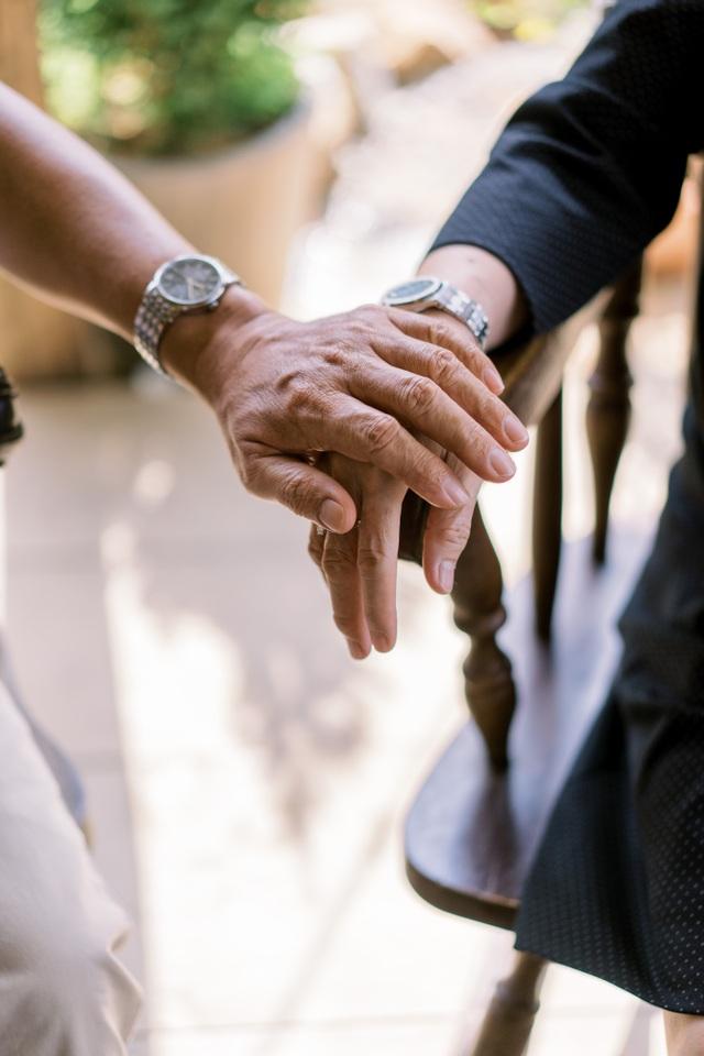 """Ngưỡng mộ mối tình gần 40 năm vẫn """"xanh ngát"""" của bố mẹ Á hậu Thuỳ Dung - 17"""