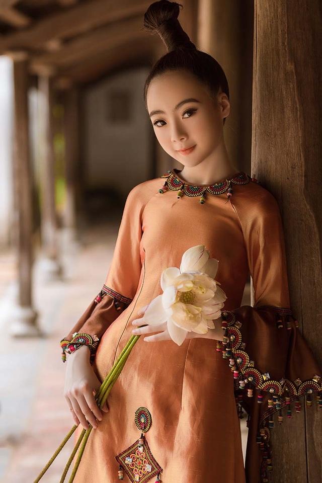Bé gái Hà Nội xinh xắn, sở hữu thần thái chuẩn người mẫu