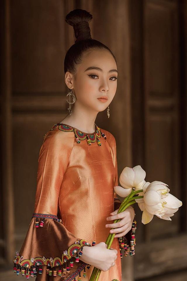 Bé gái Hà Nội xinh xắn, sở hữu thần thái chuẩn người mẫu - 2