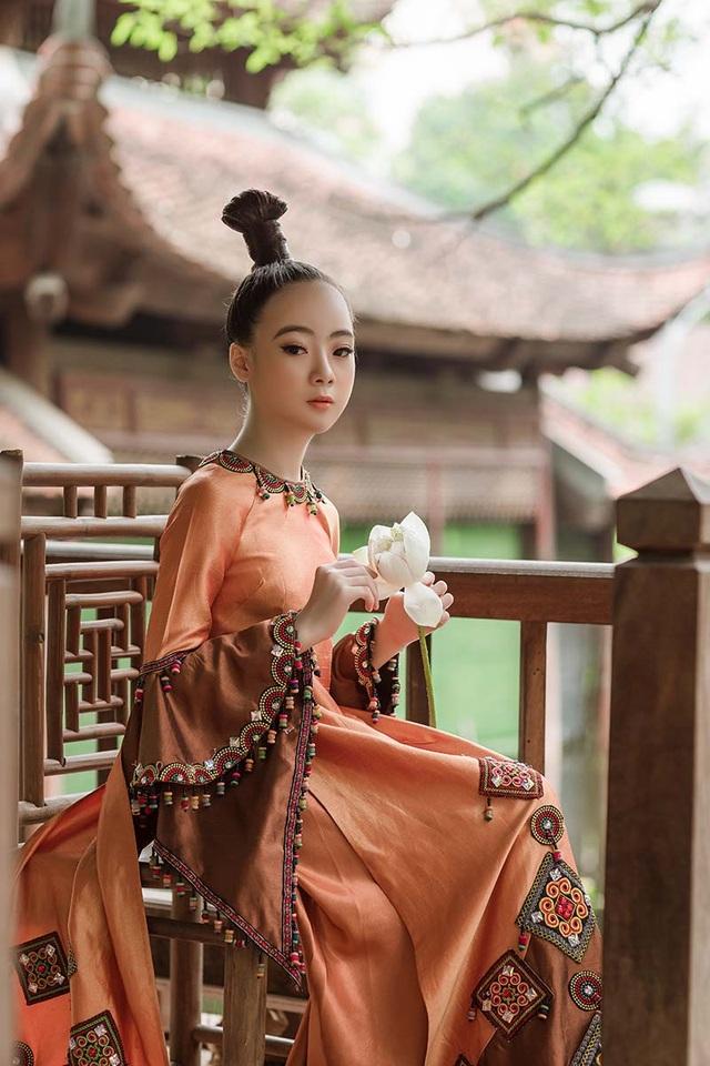 Bé gái Hà Nội xinh xắn, sở hữu thần thái chuẩn người mẫu - 3