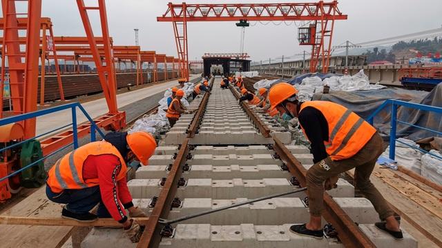 Chi quá nhiều cho việc xây đập, Lào nợ Trung Quốc ngày càng nhiều - 1