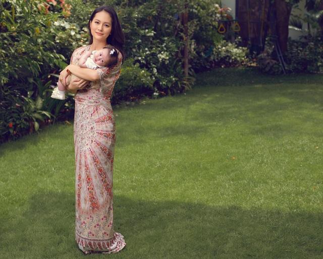 """Ở ẩn 5 năm, """"cô Pao"""" Đỗ Thị Hải Yến sinh liền 3 nhóc cho ông xã - 6"""