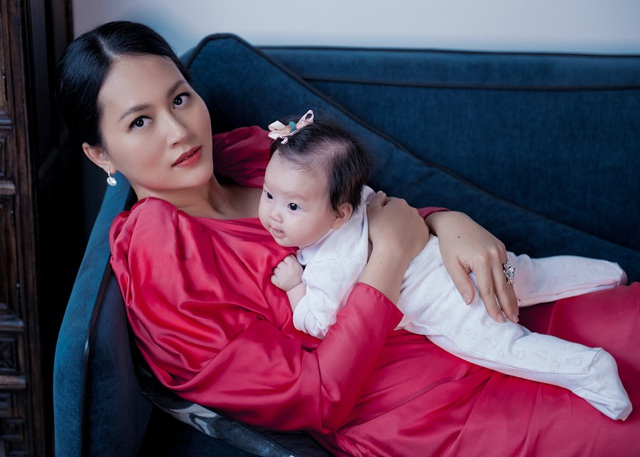 """Ở ẩn 5 năm, """"cô Pao"""" Đỗ Thị Hải Yến sinh liền 3 nhóc cho ông xã - 7"""