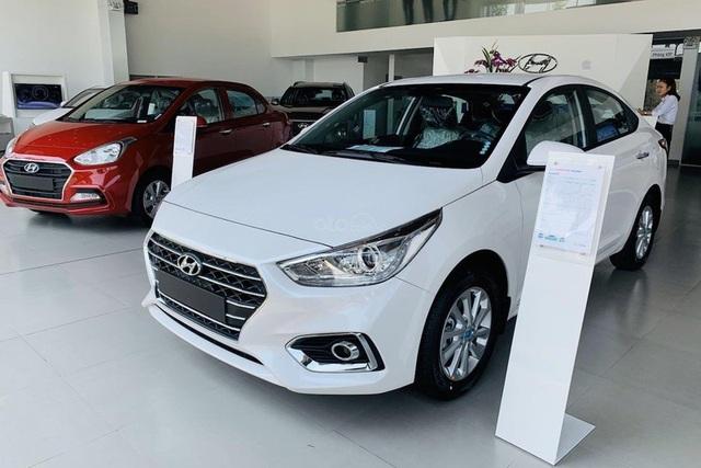 Người mua ô tô vỡ mộng vì chờ lệ phí trước bạ giảm 50% - 1