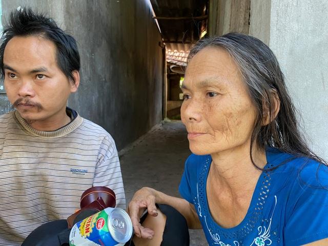 Rớt nước mắt cảnh mẹ già sống lay lắt nuôi 2 đứa con tâm thần - 6
