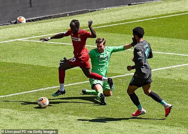 Cầu thủ Liverpool hăng say tập luyện chờ đón ngôi vô địch Premier League - 3