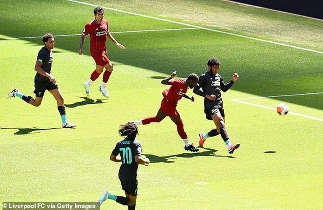 Cầu thủ Liverpool hăng say tập luyện chờ đón ngôi vô địch Premier League - 4