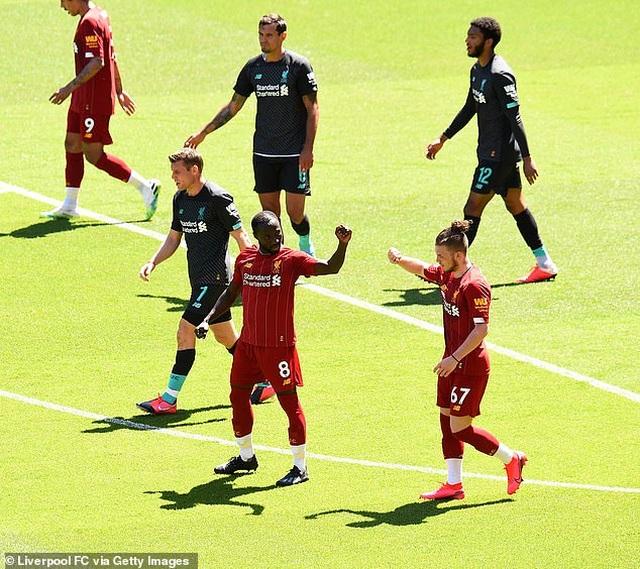 Cầu thủ Liverpool hăng say tập luyện chờ đón ngôi vô địch Premier League - 5