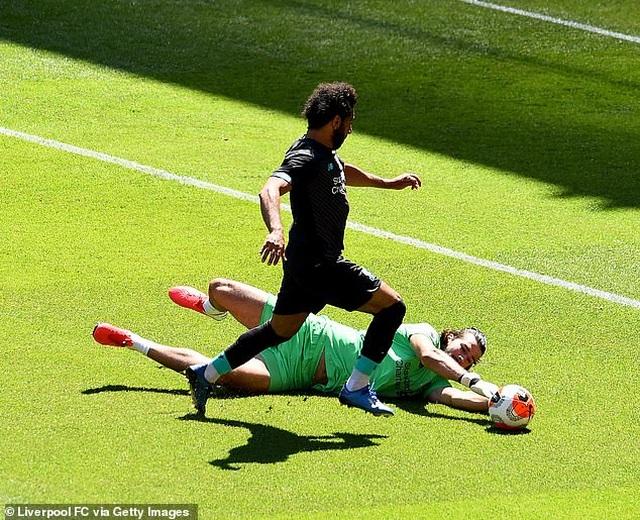 Cầu thủ Liverpool hăng say tập luyện chờ đón ngôi vô địch Premier League - 7