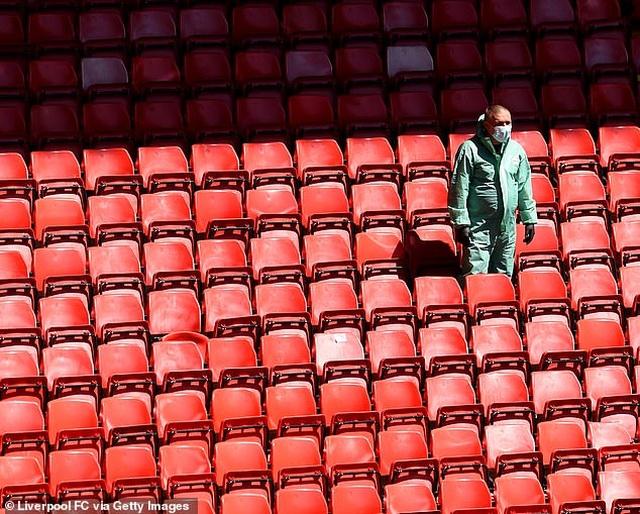 Cầu thủ Liverpool hăng say tập luyện chờ đón ngôi vô địch Premier League - 10