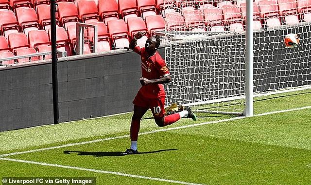 Cầu thủ Liverpool hăng say tập luyện chờ đón ngôi vô địch Premier League - 2