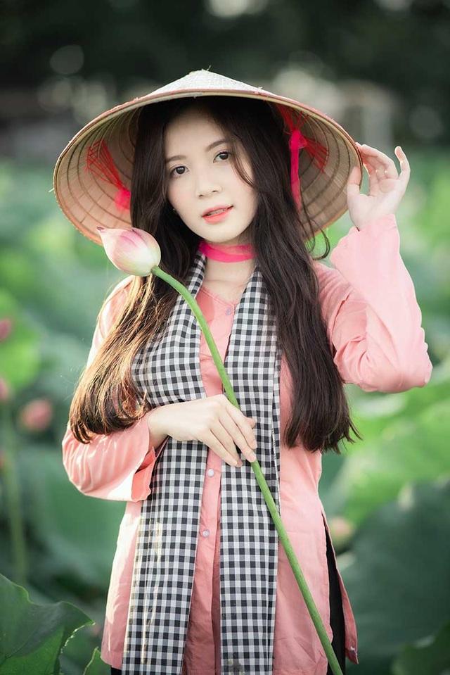 Thiếu nữ Hà thành dịu dàng khoe sắc bên hoa sen - 1