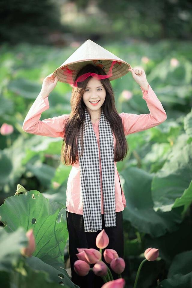 Thiếu nữ Hà thành dịu dàng khoe sắc bên hoa sen - 2