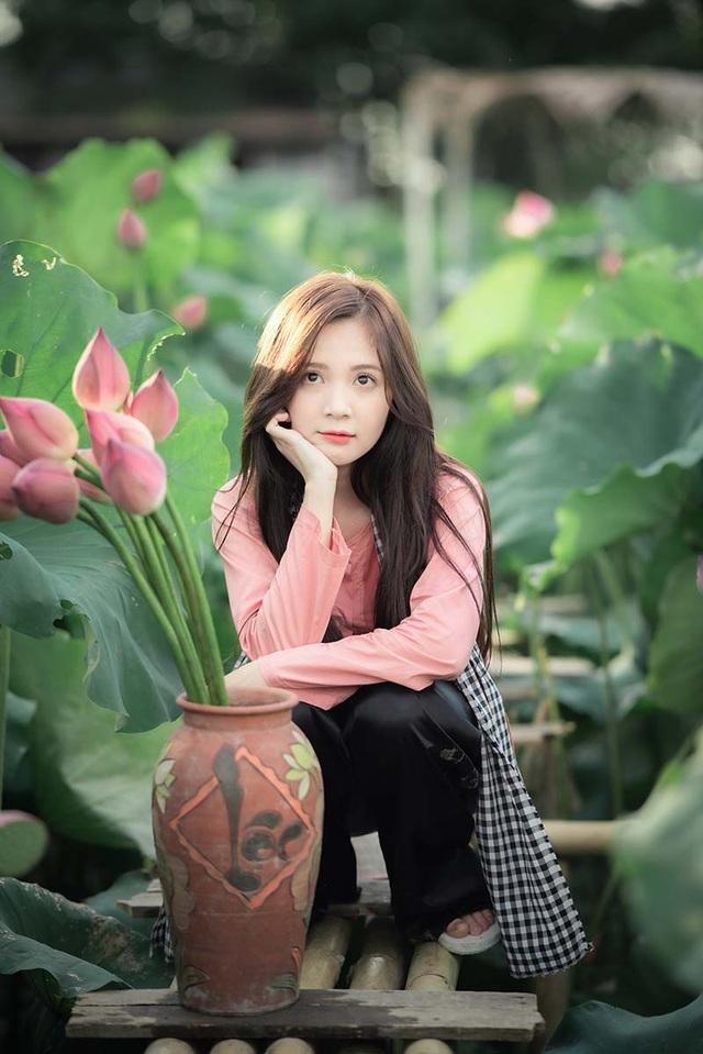 Thiếu nữ Hà thành dịu dàng khoe sắc bên hoa sen - 3