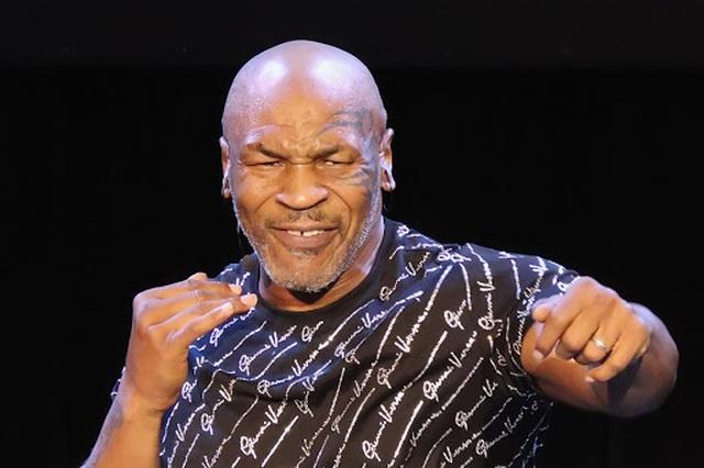 Tòm tem cháu gái của thầy, Mike Tyson suýt bị bắn chết - 2