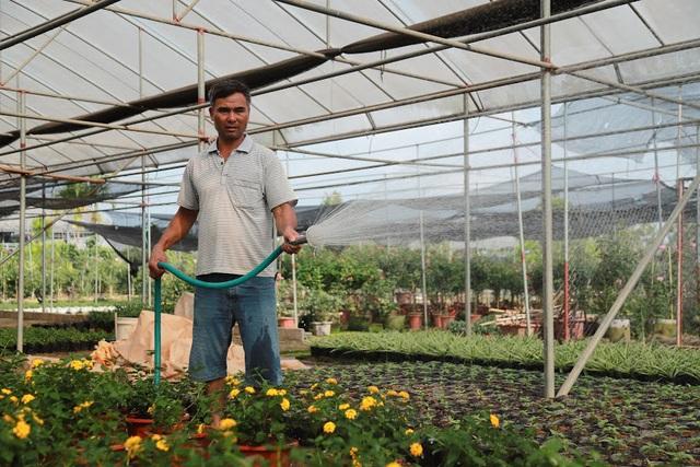Về thủ phủ trồng hoa gần Hà Nội, người dân lái xe sang đi thăm vườn - 11
