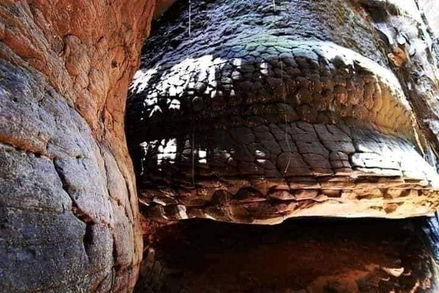 Tìm thấy hang động hình rắn khổng lồ - 3