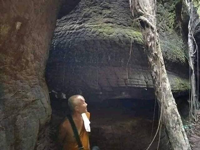 Tìm thấy hang động hình rắn khổng lồ - 5