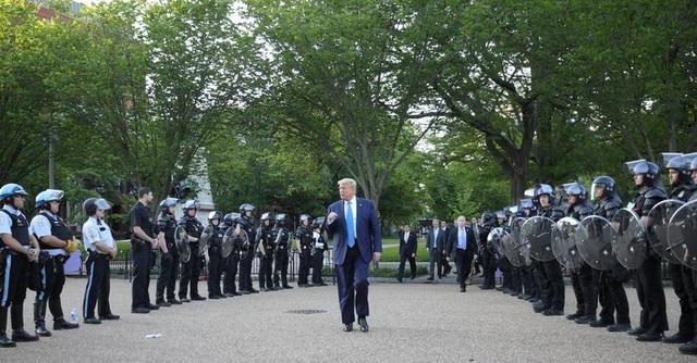 Mật vụ Mỹ hộ tống ông Trump gây khó hiểu vì mang súng cỡ lớn - 2