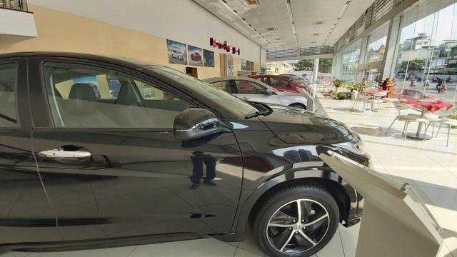 Xe mới mỏi mòn chờ giảm phí trước bạ, xe cũ lo xả kho, bán tháo - 3