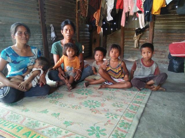 Thương những đứa trẻ vô tội đói nheo nhóc sống chui trong lều tạm - 1