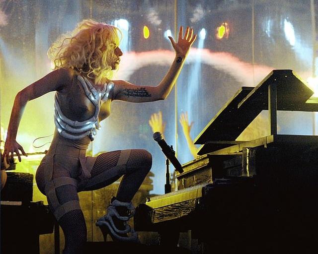 Lady Gaga tự hào vì đạt được thành công dù không xinh đẹp - 2