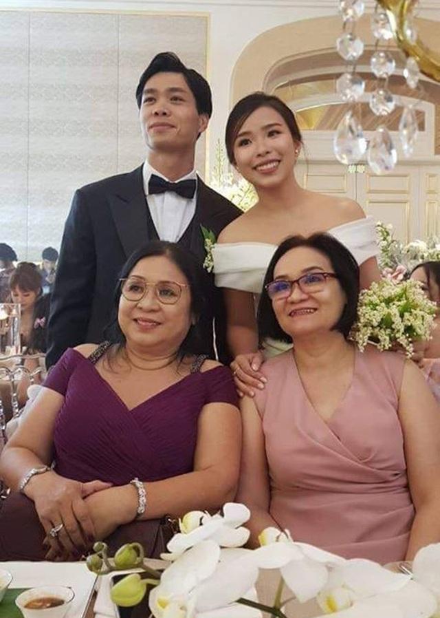 Nc247info tổng hợp: Những hình ảnh Công Phượng rạng rỡ bên cô dâu mới