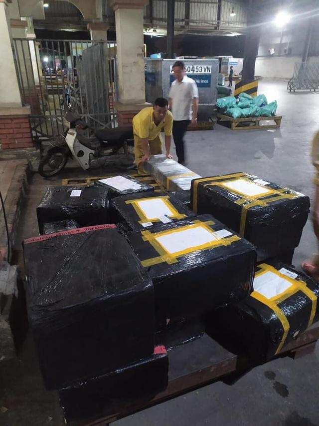 """Phát hiện lô hàng lậu """"khủng vừa lọt cửa khẩu sân bay Nội Bài - 4"""